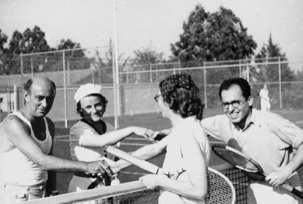 Arnold Schoenberg George Gershwin har lige spillet tennis